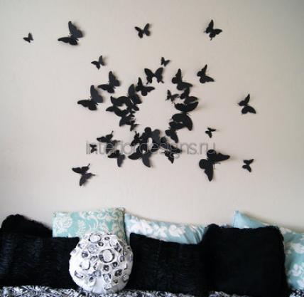 Фото интерьера с бабочками на стене