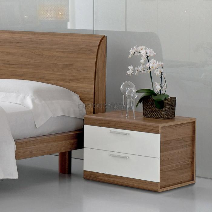 роскошный интерьер спальни с прикроватными тумбочками