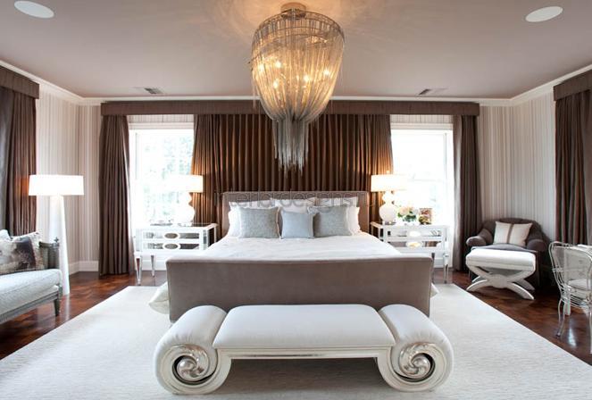 интерьер роскошной спальни с кроватью