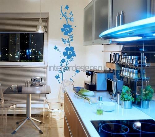 синие цветы на кухне