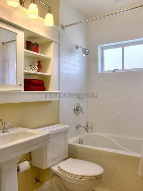 свободное место с помощью декоративных полок для ванной