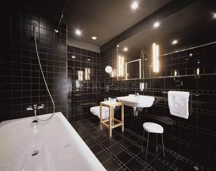 интерьер черно-белой ванной комнаты