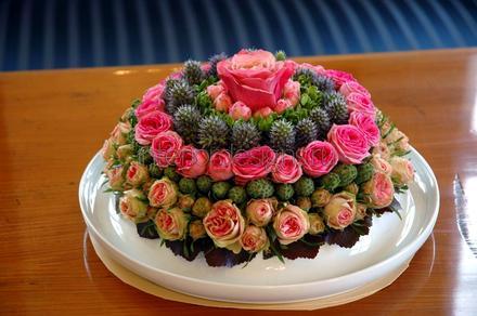 бидермейер из искусственных цветов