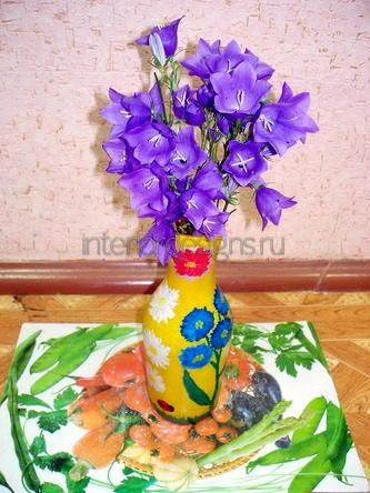 разукрашенная ваза для цветов
