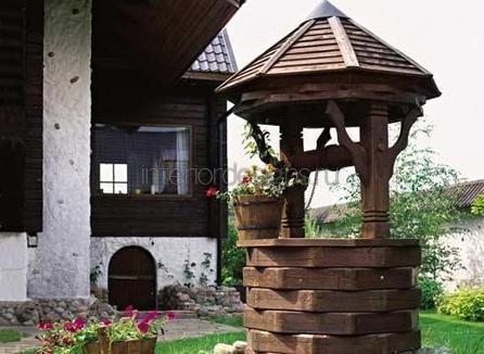 деревянные постройки во дворе