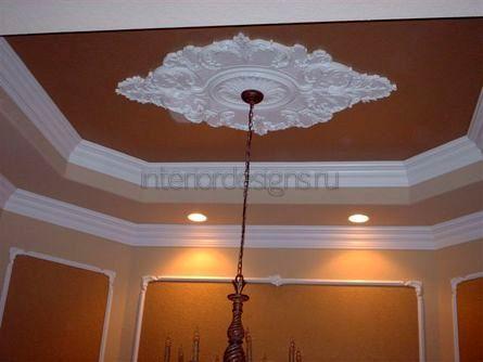 украшение потолка планками из пенопласта
