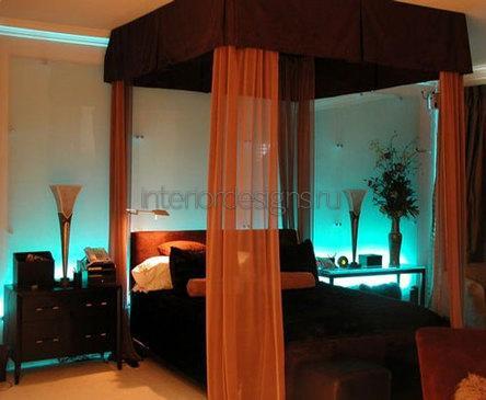 кровать с красивым балдахином