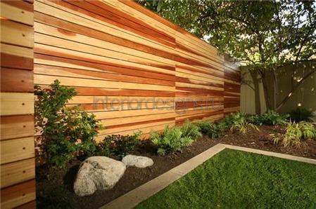 деревянный забор возле дома