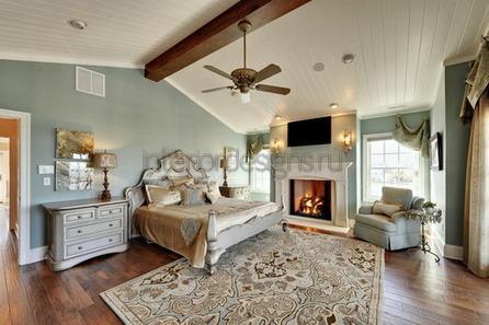 большой ковер в спальной комнате