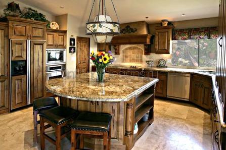 кухонный островок с мраморной столешницей