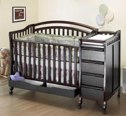 Дизайн маленькой комнаты для родителей с ребенком