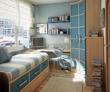 раскладной диван в комнате подростка