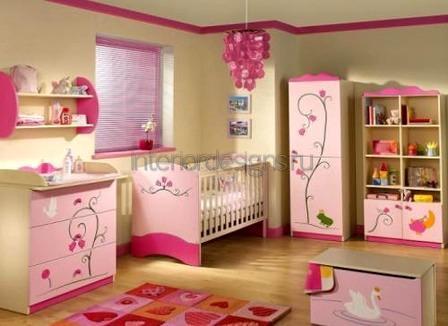 комната девочки в розовом цвете