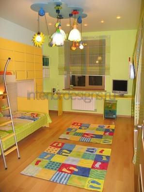 разноцветный коврик для малыша