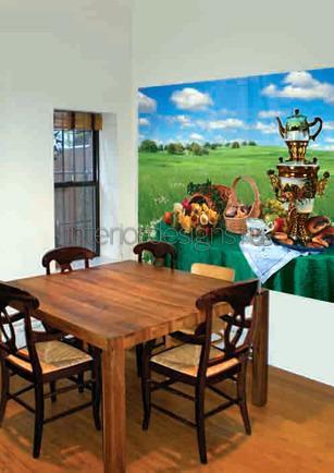 деревянный стол в столовой комнате