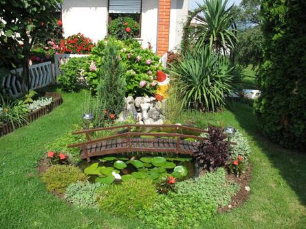 декоративный мостик в саду