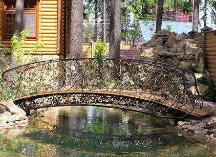 кованый мостик во дворе