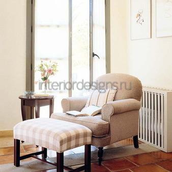 классическое кресло с пуфом