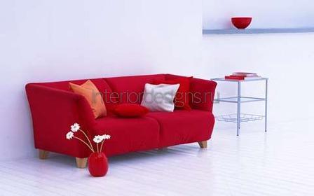 диван алого цвета
