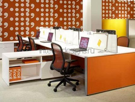яркое оформление стен в кабинете
