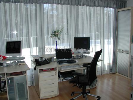современный дизайн маленького офиса