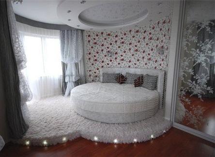 комната с подиумом