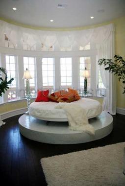 круглая кровать к эркере
