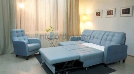 интерьер спальни с диваном