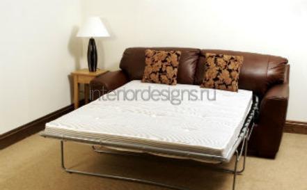 диван в интерьере спальни