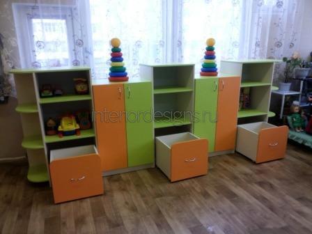 шкаф с выкатными ящиками в детской