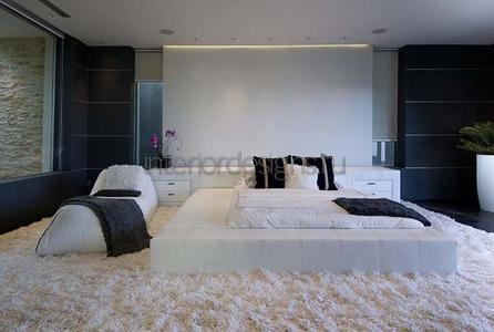 комната в черно-белой палитре