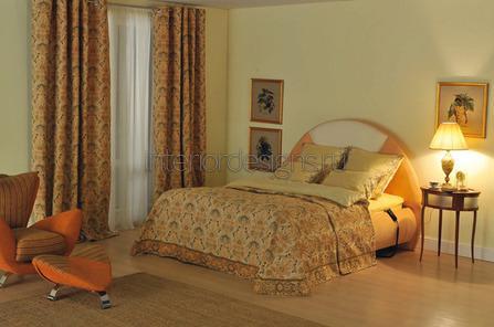 украшение из гобелена в классической спальне