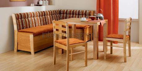 обеденный стол с деревянными стульями