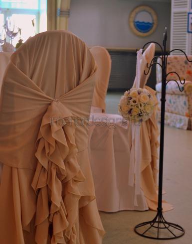 свадебный орнамент на стульях
