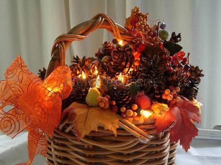 корзина с листьями и ягодами