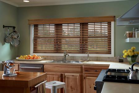 украшение окна на кухне
