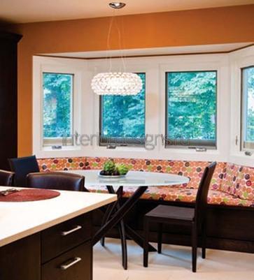 встроенный диван под окном