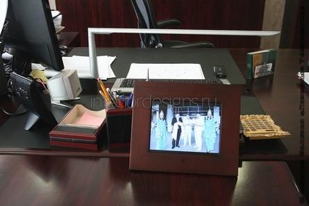 рамка на офисном столе