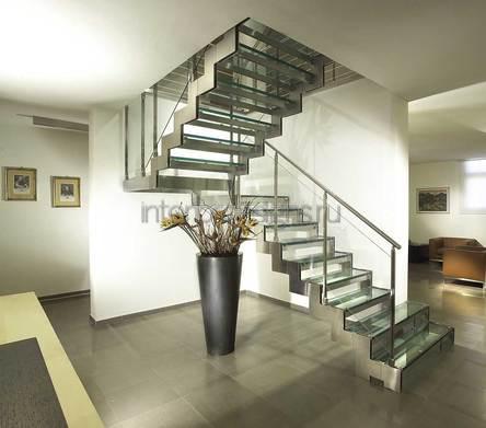 идеи дизайна прихожей с лестницей