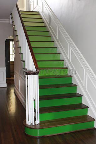 ступени зеленого цвета