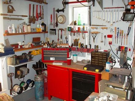 инструменты в мастерской