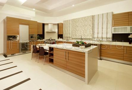 Современный дизайн кухни из шпона