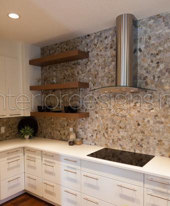 Дизайн кухни с отделкой из камня