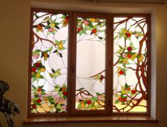 Витражи в интерьере: окно