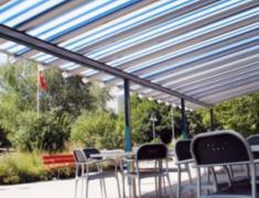 дизайн террасы с солнцезащитными маркизами