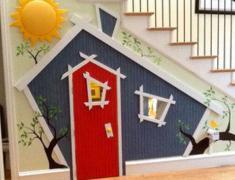 Домик для детей в интерьере под лестницей